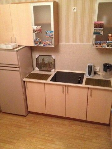 15 м 2 кухня 10 м 2 мебель есть